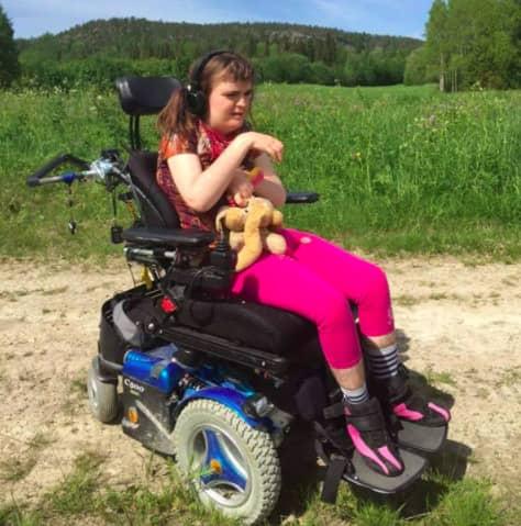 Nu har Försäkringskassan lagt fram ett förslag till beslut – att dra in Felicia Henningssons assistans. Foto: Privat