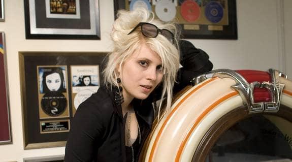 """Amanda Jenssen har jobbat hårt för att bli av med """"Idol""""-stämpeln och nu släpper hon sitt första album. Foto: STEFAN SÖDERSTRÖM"""