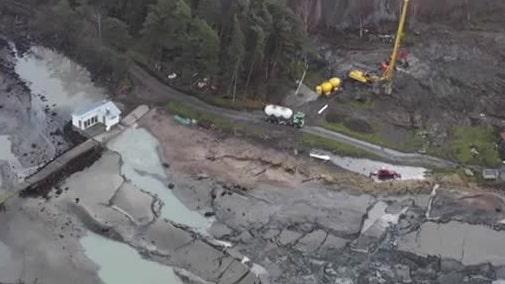 Se drönarbilderna på stora jordraset