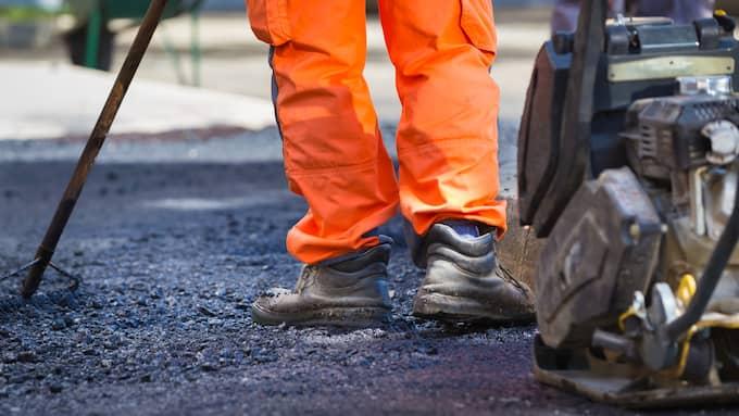 Polisen har gått ut med en varning för oseriösa asfaltsläggare i södra Sverige. Foto: MATEJ KASTELIC