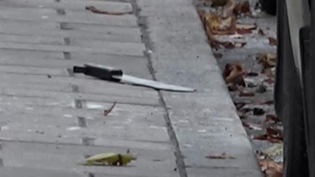Känd mördare attackerad mitt i centrala Stockholm