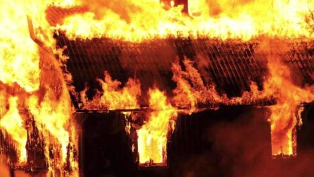 Brandkåren chanslös – villa totalförstördes