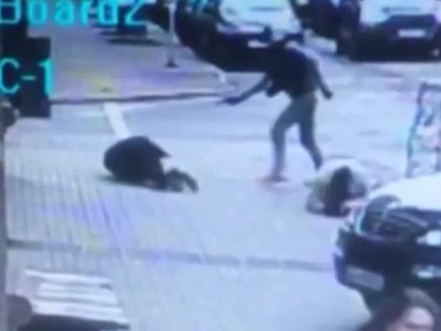 Övervakningsfilmen: Här skjuts Putin-kritikern till döds