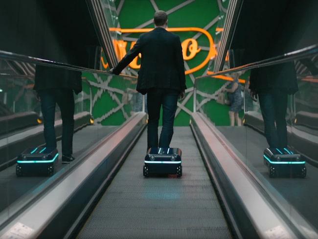 Framtidens resväskor är batteridrivna och smarta. Här är en från Travelmate Robotics som är självrullande.