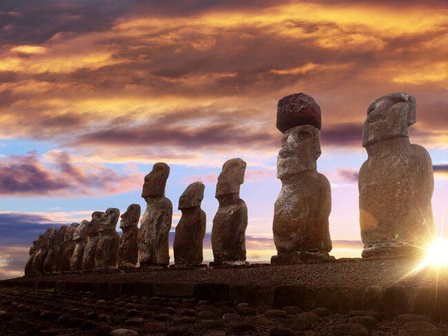 De mystiska stenhuvudena på ön har fascinerat hela världen.