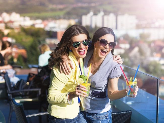 I alla stadens distrikt, utom Ottavia, införs ett förbud för barer och andra utskänkningsställen att sälja och servera alkohol efter klockan två på natten.