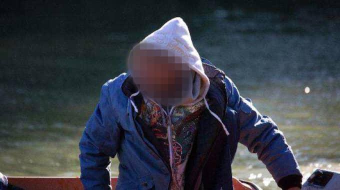 Fågelskådarens bilder är så bra att polisen direkt kan identifiera de två gärningspersonerna. Foto: Polisen