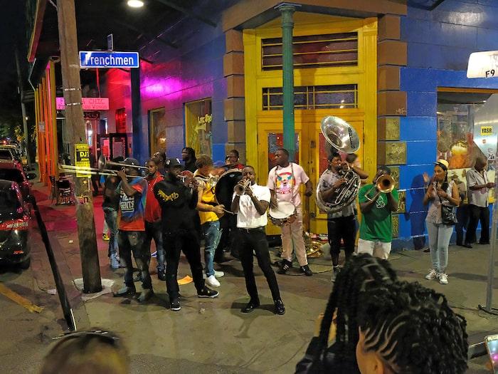 Parader, kallade second lines, är en vanlig syn i New Orleans.
