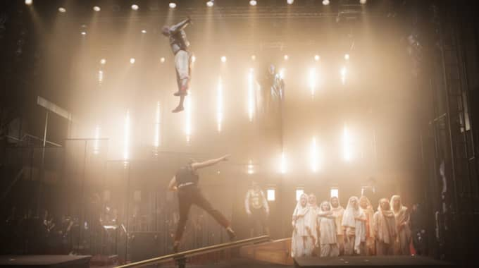 Akrobatiskt värre på Folkoperan. Foto: Foto Markus Gårder / KLIPPGATAN 18 116 35 STOCKHOLM MARKUS@MARKUSGARDER