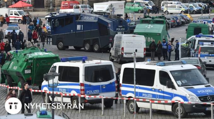 I Dresden förberedde sig polisen för drygt 15 000 demonstranter. Foto: Hendrik Schmidt/TT