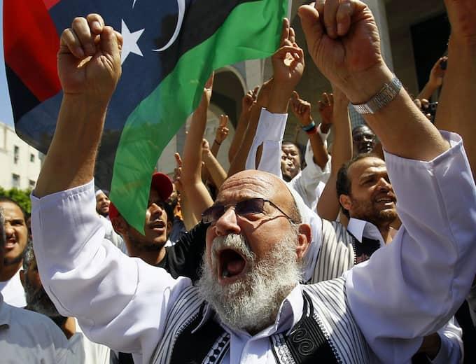 Efter fredagsbönen friade folket i Tripoli. Foto: Francois Mori