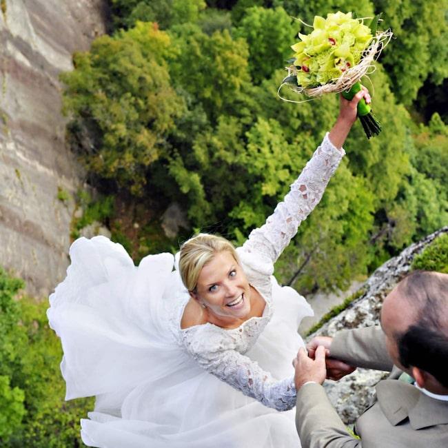 <span>Paret får bröllopsfoton de garanterat aldrig glömmer.</span>