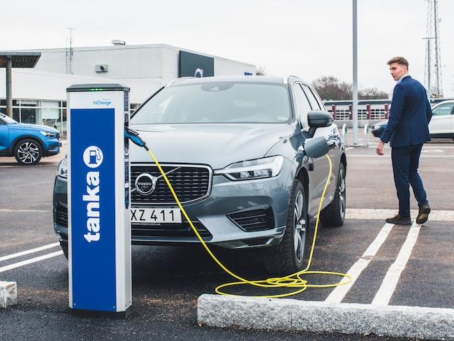 På ett par timmar ska Volvo- och Renault-kunderna ha laddat tillräckligt för att fortsätta resan, enligt Vattenfall.