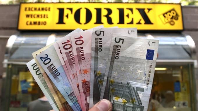 Euron har blivit dyrare i förhållande till kronan, men det finns fortfarande prisvärda euroländer. Foto: Anders Wiklund / TT NYHETSBYRÅN