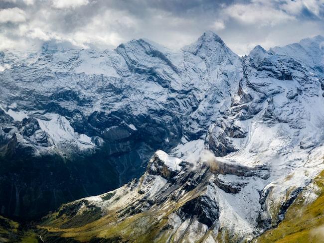 I schweiziska Aplerna finns en sevärdhet som garanterat tar andan ur dig. The Thrill Walk - en 200 meter lång bro i glas och stål, bjuder på hisnande vyer på 2970 meters höjd.
