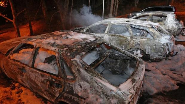 Bilbränder på fyra olika platser i Trollhättan