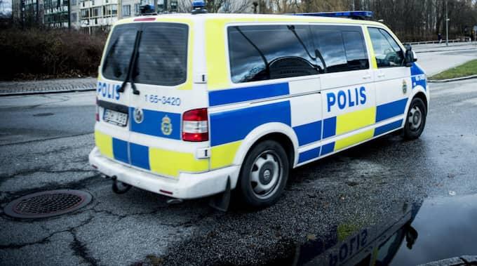 Totalt blev sex polisbilar utsatta för stenkastningen. Bilarna på bilden har inget med artikeln att göra. Foto: Christian Örnberg