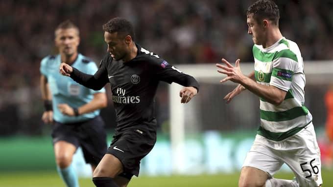 Ralston hade svårt att hänga med Neymar. Foto: SCOTT HEPPELL / AP TT NYHETSBYRÅN