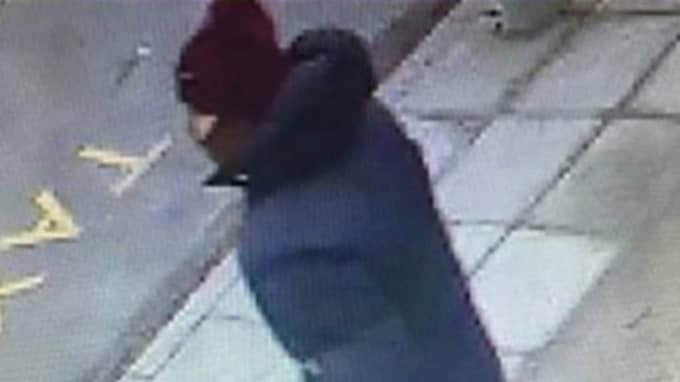 Den misstänkte visar sig sedan vara 22-årige Omar som är känd av polisen sedan tidigare. Foto: Polisen Köpenhamn