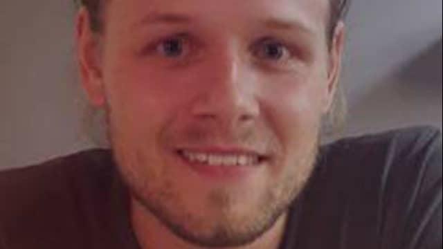 Christoffer Lindgren, 26, passade på att fylla upp tanken. Foto: PRIVAT
