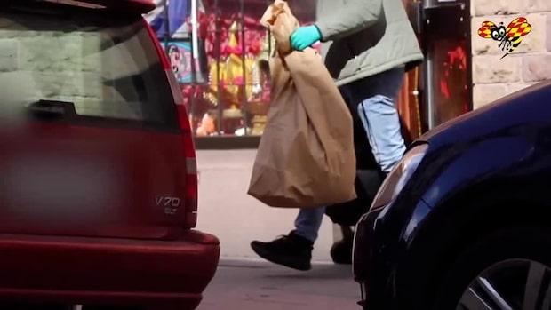 Polisanställd misstänkt för koppleri efter razzia