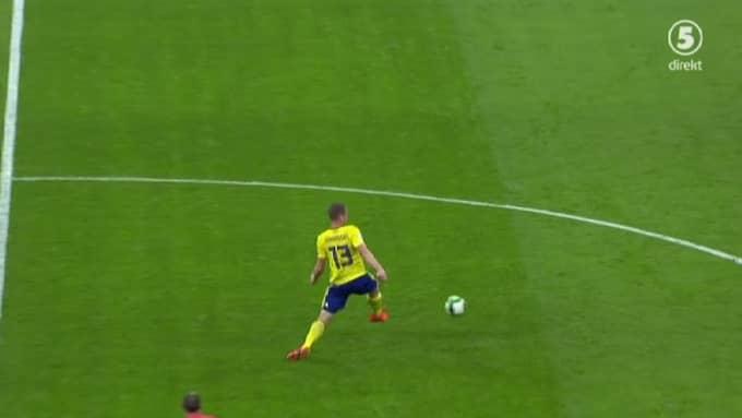 Jakob Johanssons ben viker sig på mittplan. Foto: Kanal 5