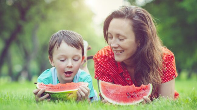 <span>Skölj alltid vattenmelonen innan du skär upp. Det kan nämligen finnas bakterier på ytan.<br></span>