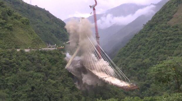 Här rivs farliga bron som dödade tio personer