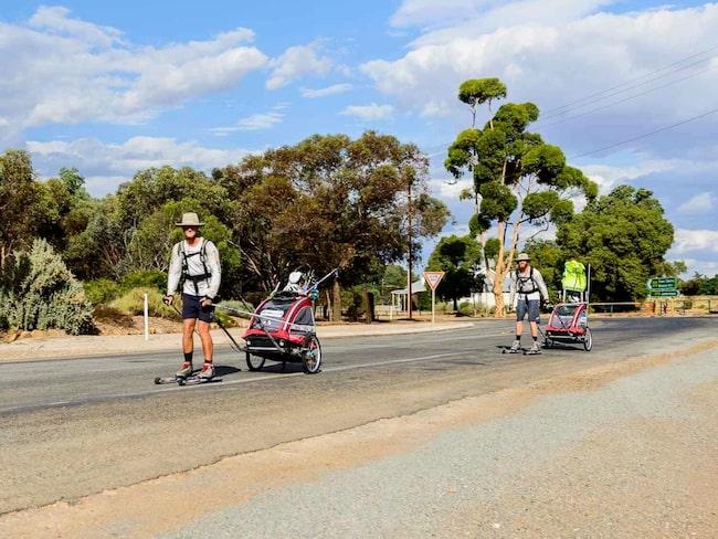 Tillsammans med vännen Jonathan Ljungqvist åkte han rullskidor över Australien. Från öst till väst.