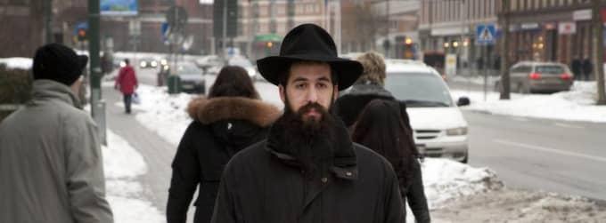 MITT I MALMÖ. Rabbinen Shneur Kesselman i Malmö tvingas fly från personer som trakasserar honom på gatan. Foto: Stig-Ake Jönsson / Scanpix