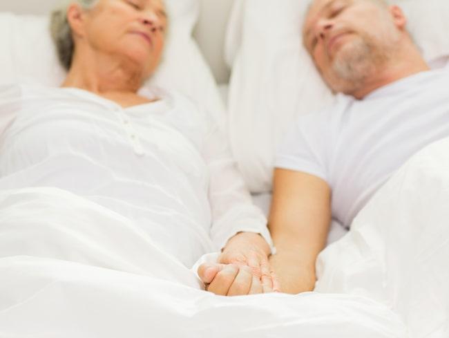 Den tråkiga sanningen är att kroppen gillar rutiner. Kroppens biologiska klockor mår bäst om vi sover och äter på regelbundna tider.