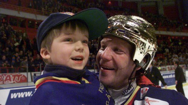 Möt hockeylegendarerna och sönerna som gått i pappas fotspår