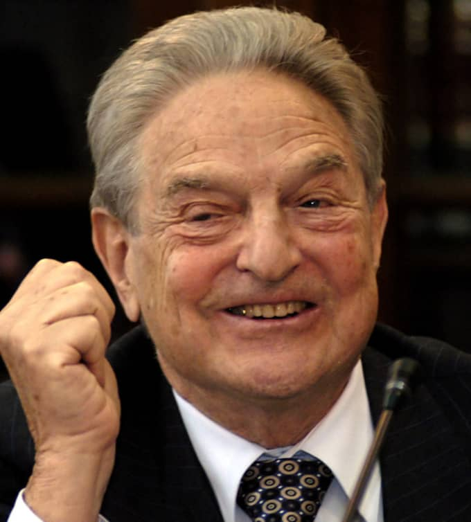George Soros varnar för att börskursena världen över kommer sänkas av den kinesiska krisen. Bilden är tagen vid ett möte i Kiev, Ukraina, i juni 2005. Foto: Sergey Chuzavkov