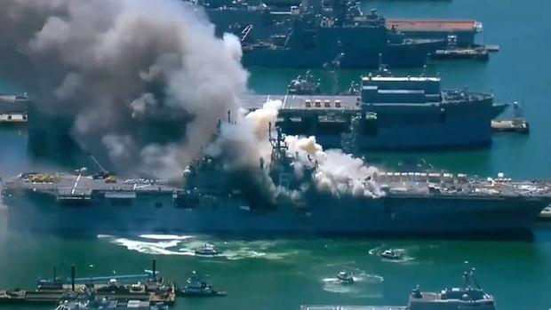 Explosion på ett amerikanskt hangarfartyg
